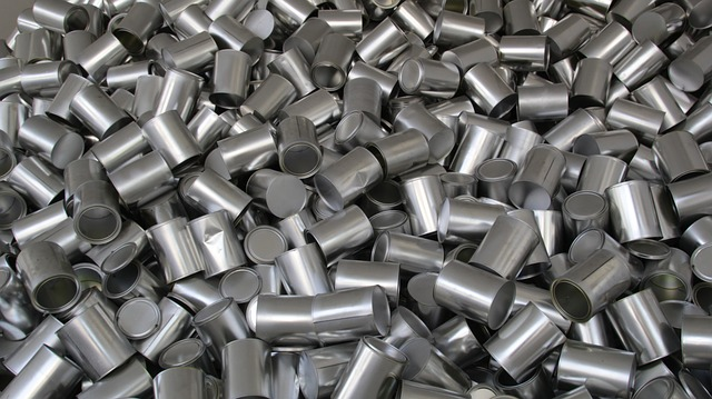 Aluminum cans in a large pile